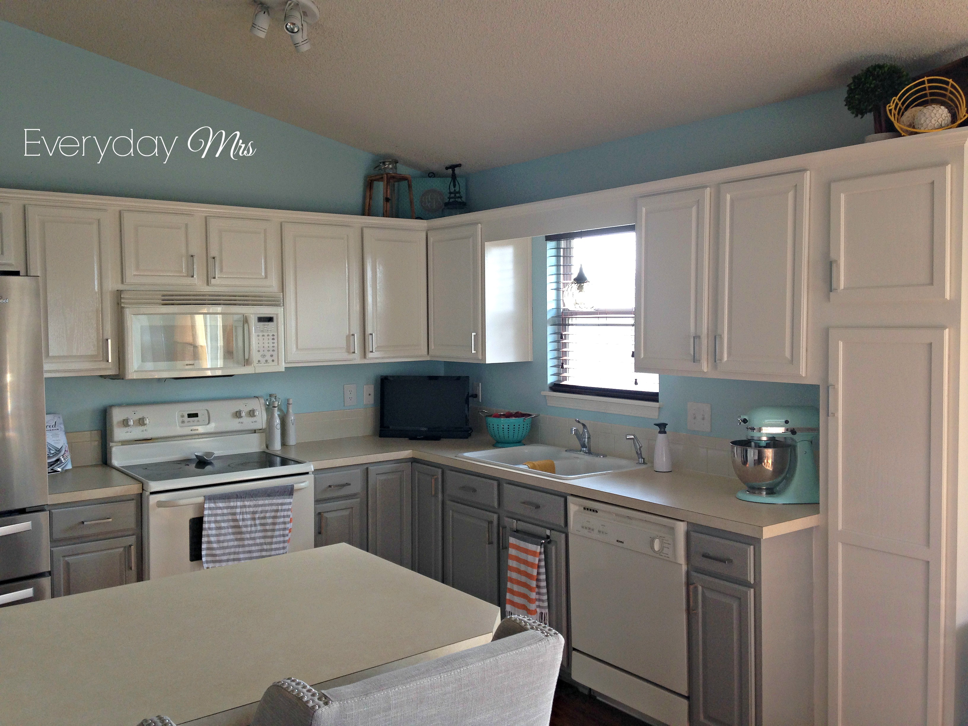 Grey Kitchen Cabinets And White Appliances Kitchen Appliances Tips - Grey kitchen cabinets with white appliances